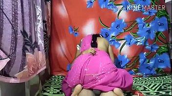 विशाल प्राकृतिक गधे के साथ सींग का बना गोरा बेब