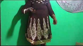 मोटी परिपक्व महिला हस्तमैथुन करती है