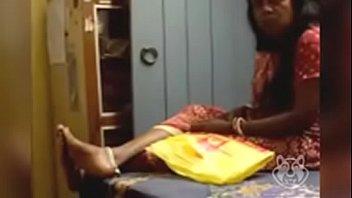 भारतीय महिला विशाल मुर्गा चमकती
