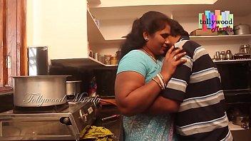 भारतीय चाची बड़े स्तन के साथ परिपक्व