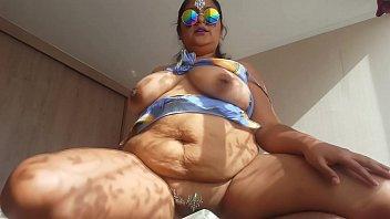 बड़े स्तन के साथ बीबीडब्ल्यू