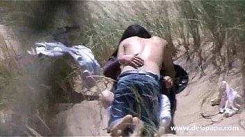 भारतीय एमेच्योर युगल आउटडोर सेक्स